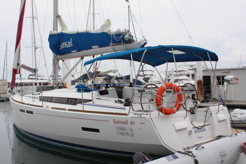 Jeanneau Yachts for Sale | The Moorings Yacht Brokerage